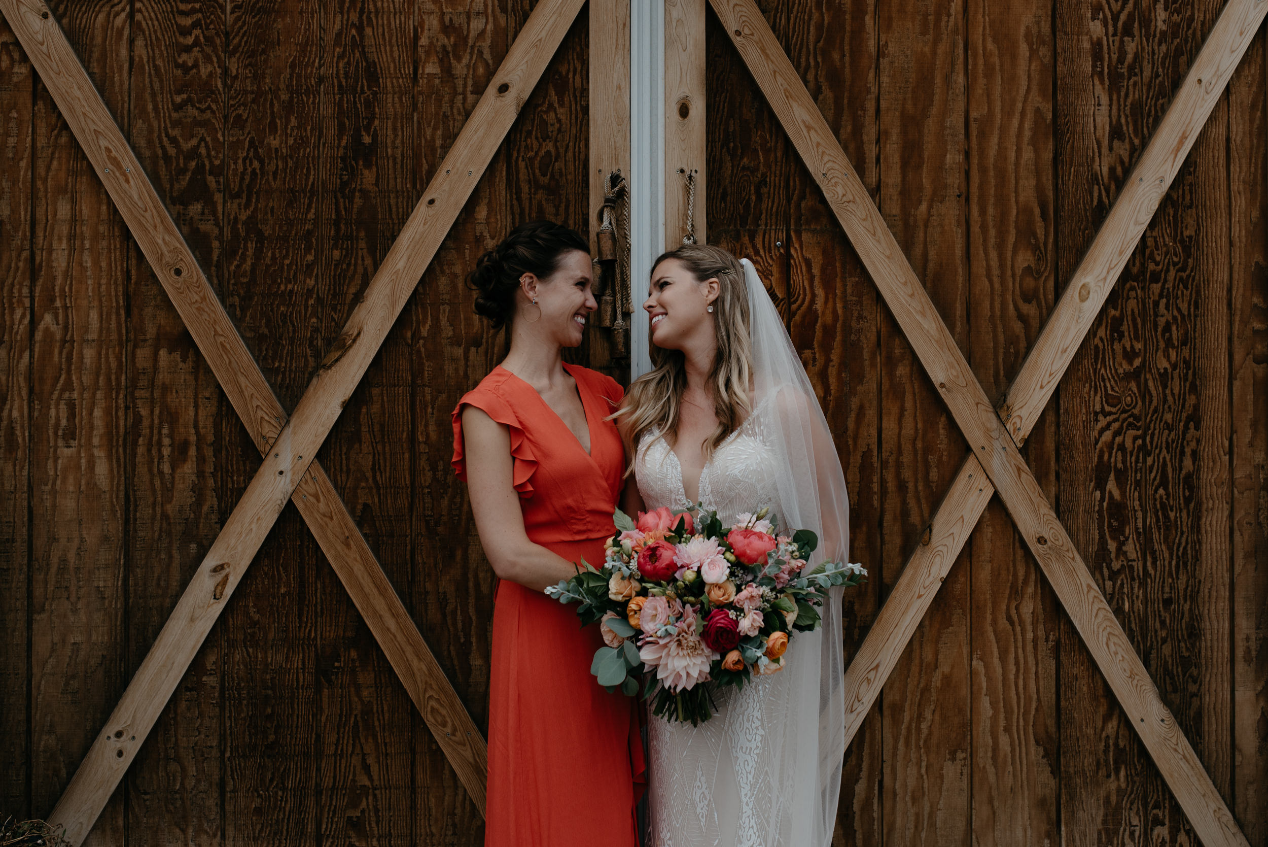 Photos of sisters together at Boulder wedding at Three Leaf Farm. Colorado based wedding and elopement photographer.