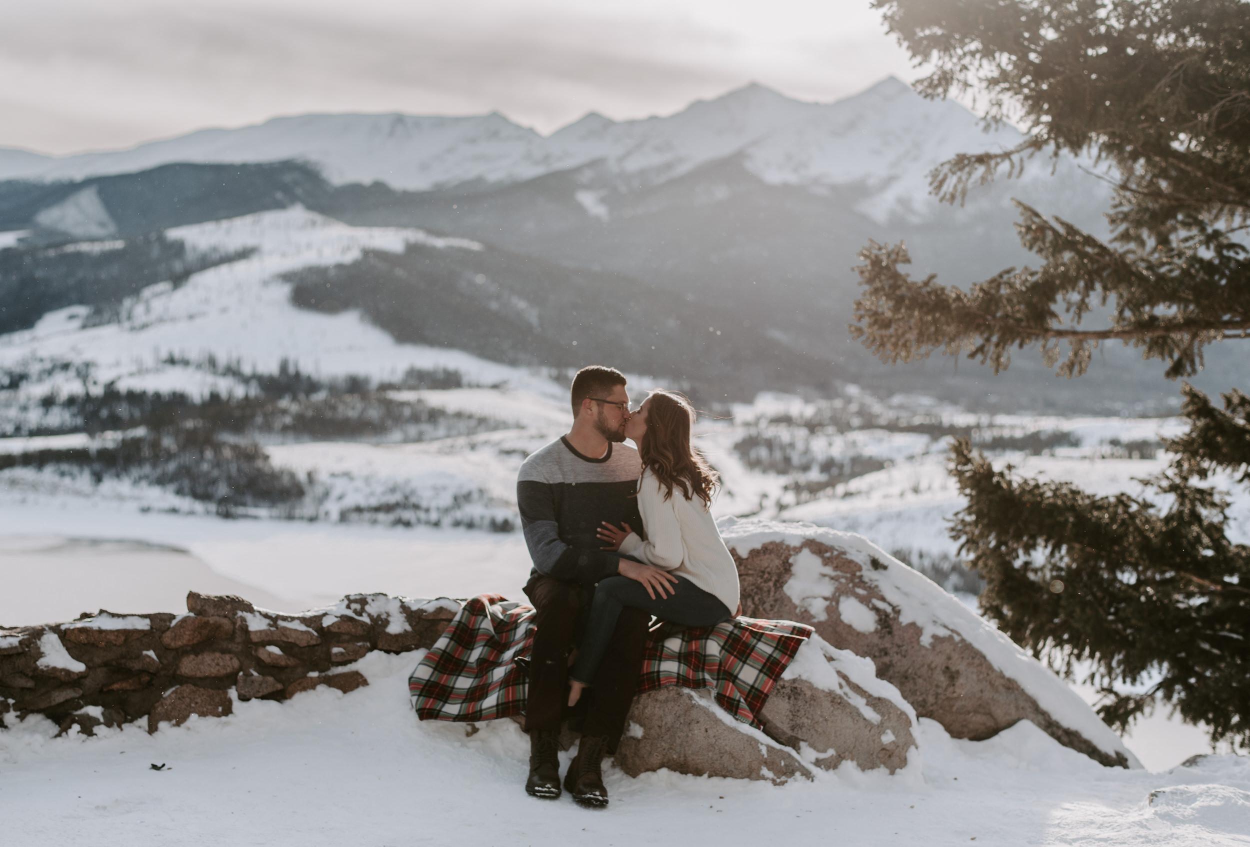 Colorado mountain engagement session in Breckenridge, Colorado. Sapphire Point Overlook engagement photos. Colorado wedding and elopement photographer, Alyssa Reinhold.