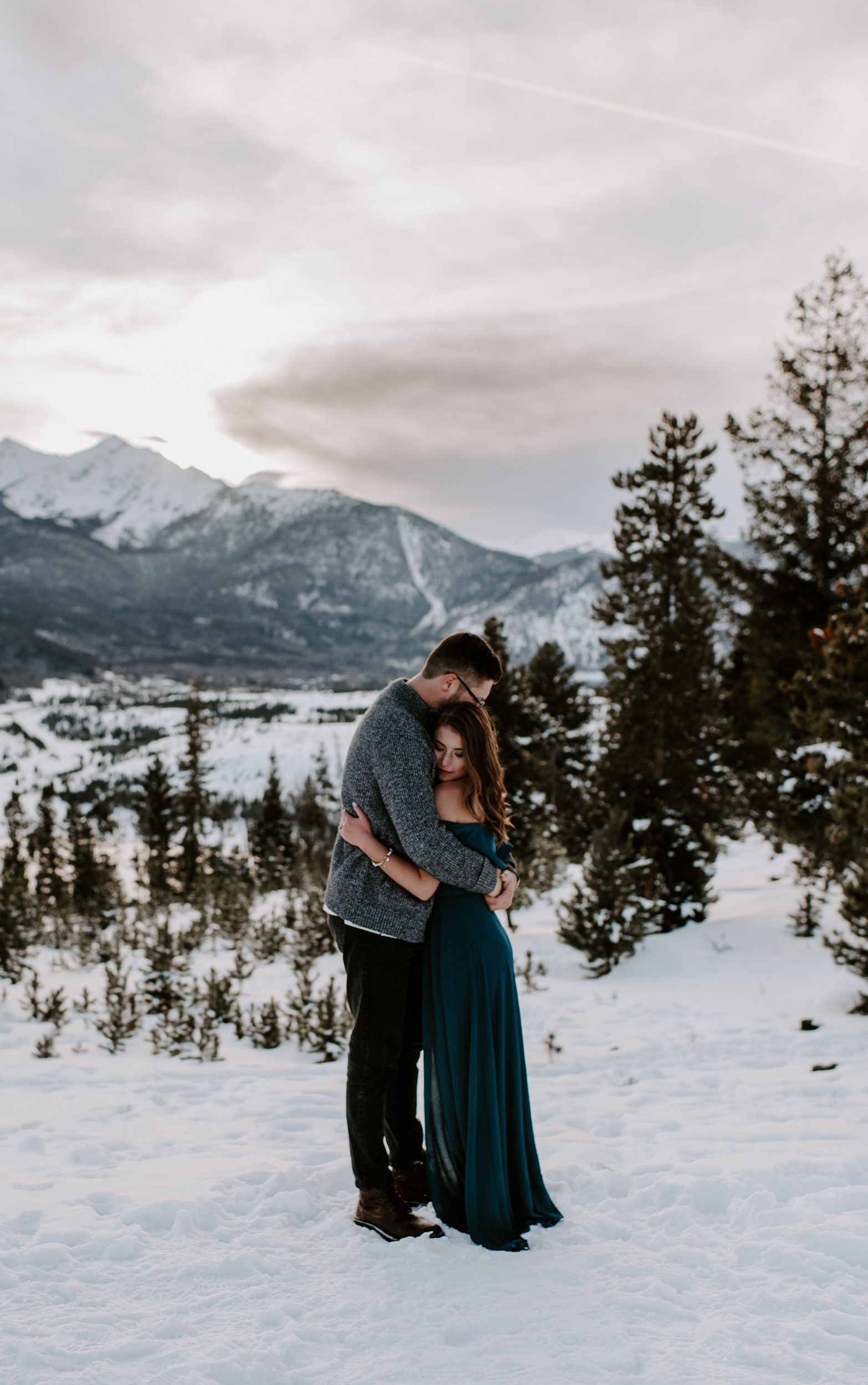 Sunset engagement session photos at Sapphire Point Overlook. Lake Dillon engagement photos. Breckenridge, Colorado winter engagement session photographer.