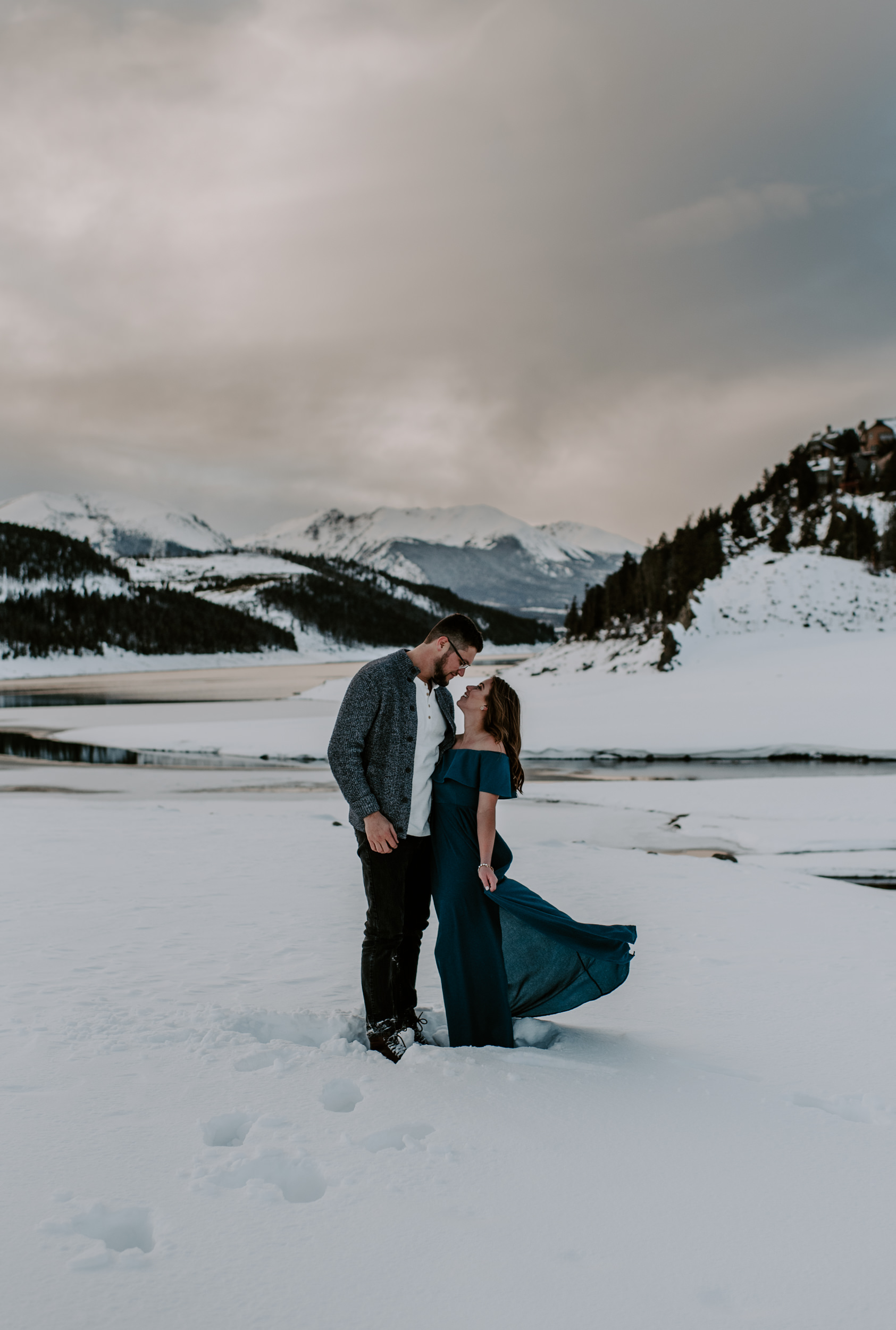 Adventure engagement session in Breckenridge, Colorado. Engagement photos at Lake Dillon. Colorado mountain wedding and elopement photography.