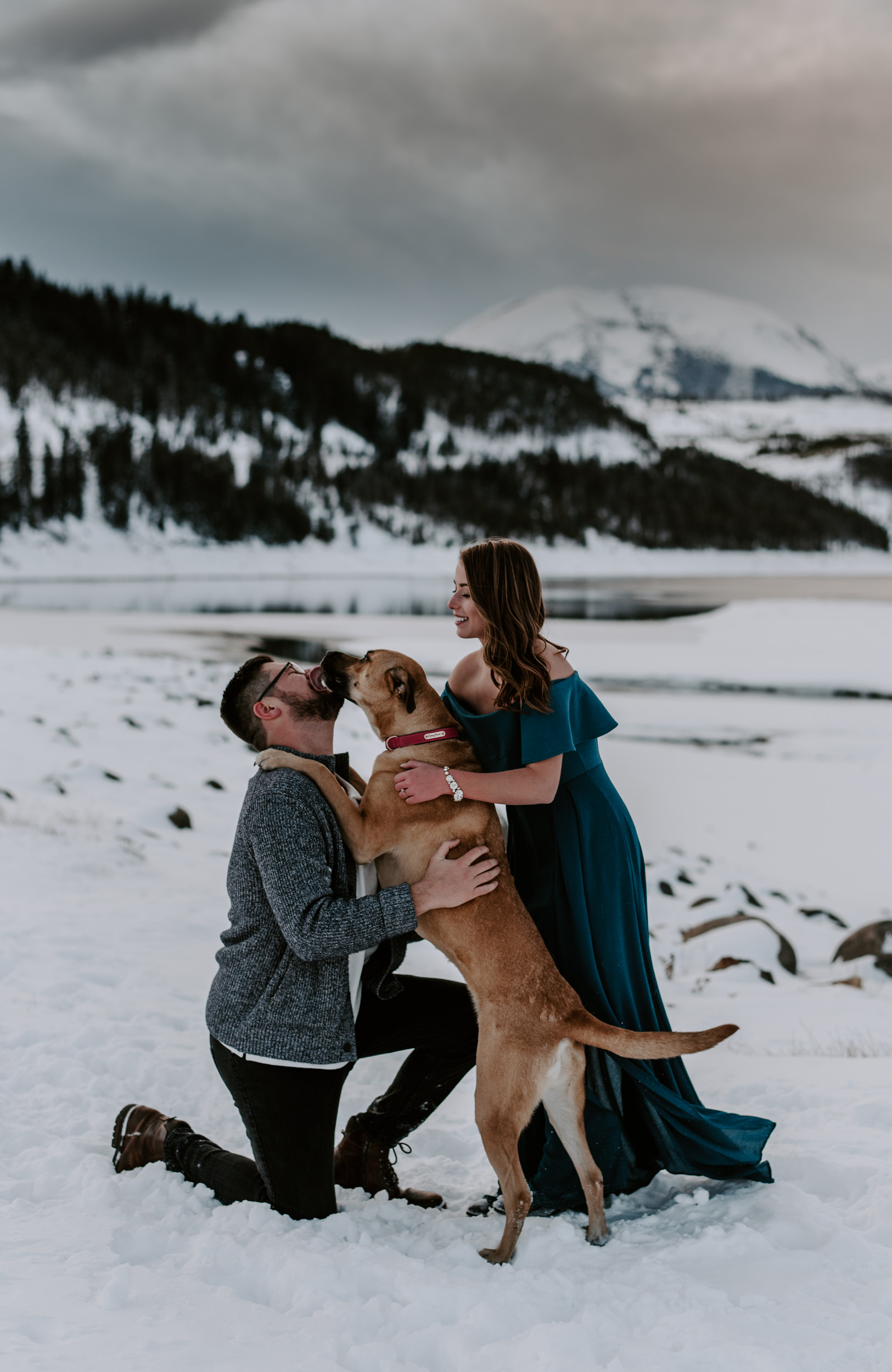 Lake Dillon engagement session photos. Dogs in engagement session inspiration. Colorado mountain elopement photographer. Breckenridge, Colorado wedding photography.