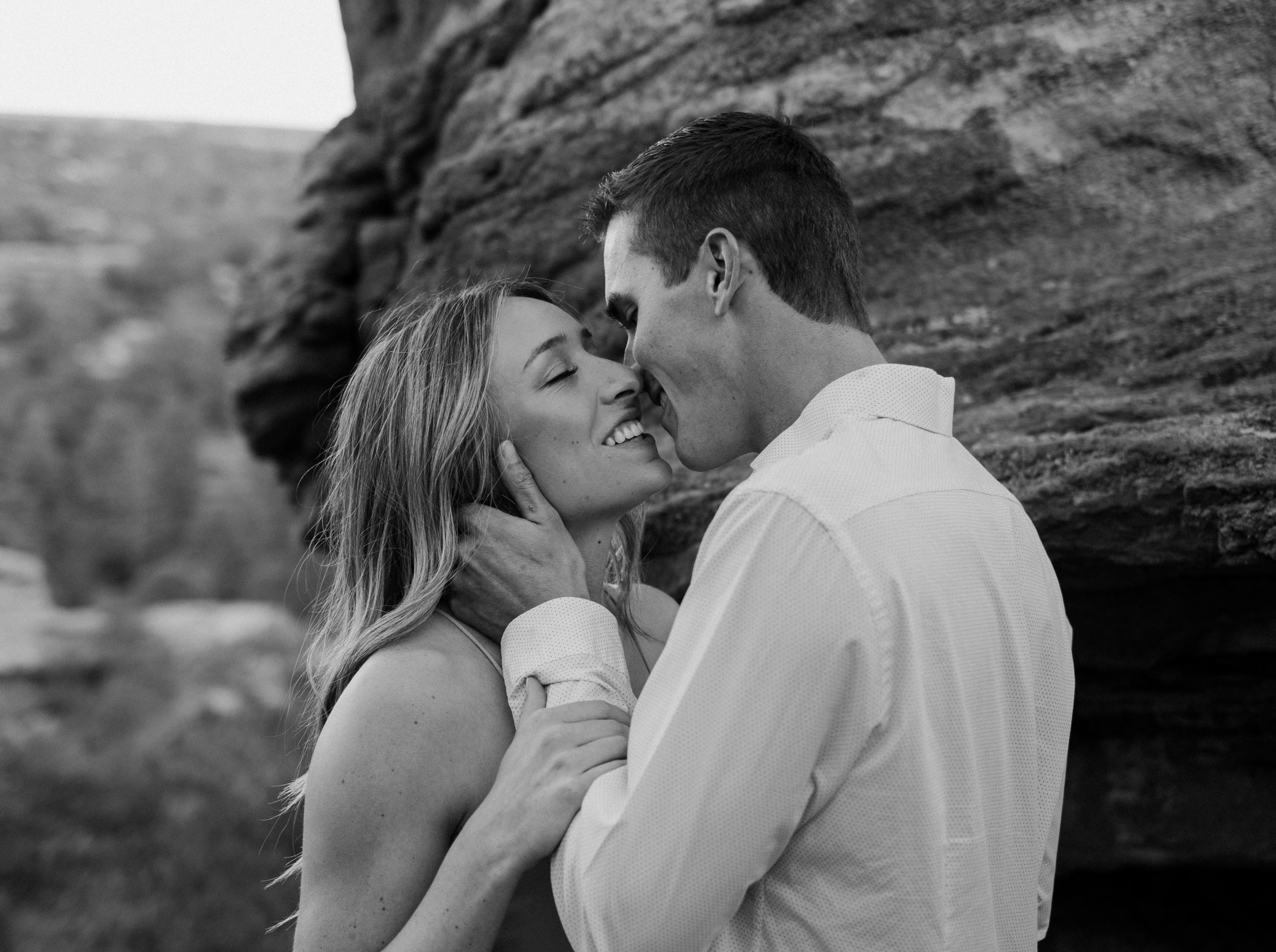 Colorado Springs elopement at Garden of the Gods. Elopement and wedding photos at Garden of the Gods. Colorado elopement locations.