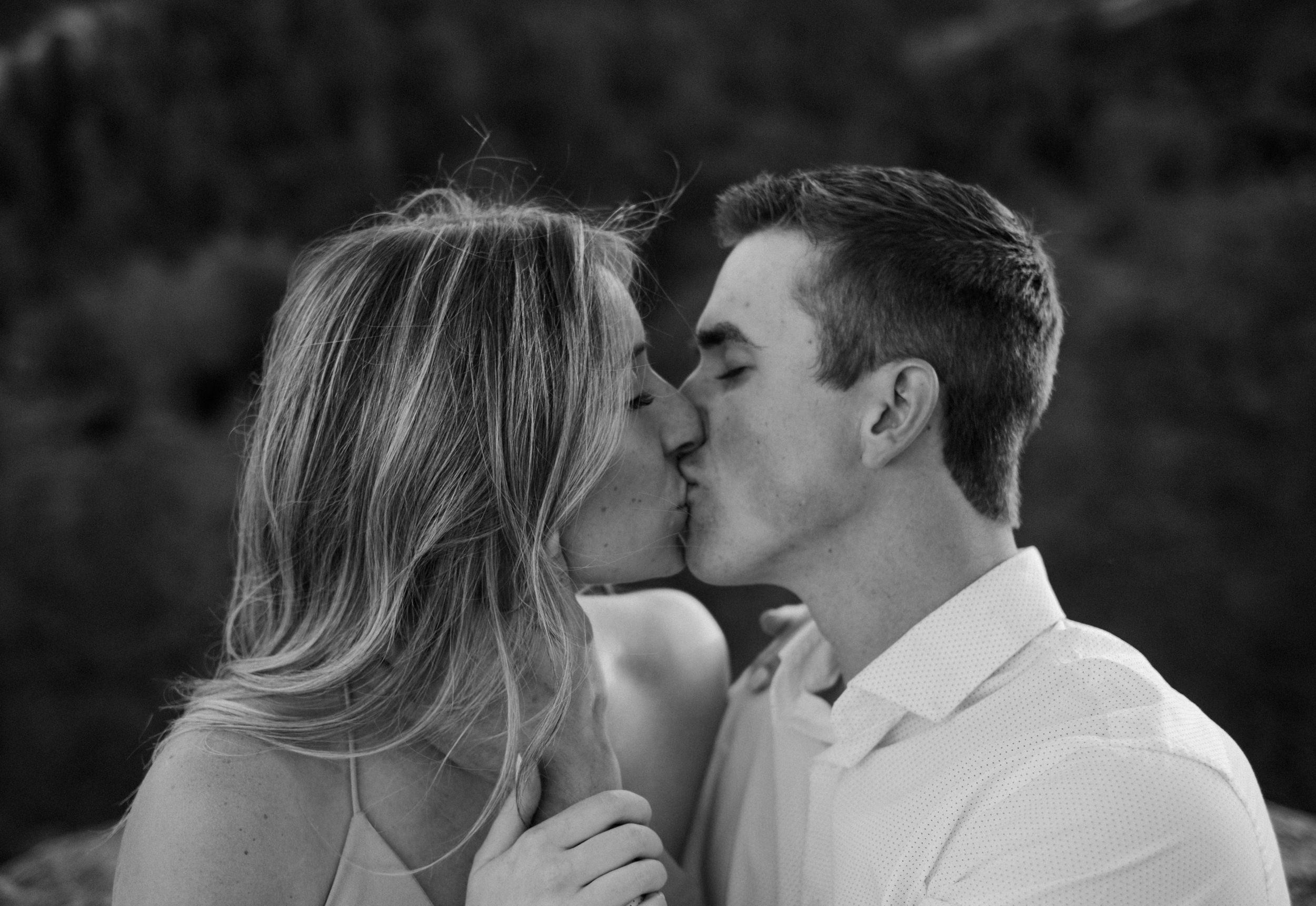 Colorado Springs wedding and engagement photographer. Colorado mountain elopement photography. Garden of the Gods wedding photos.