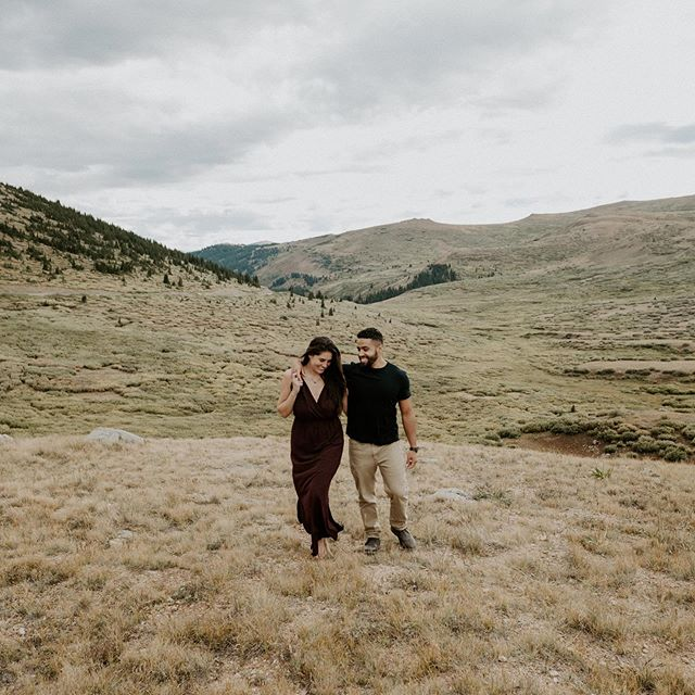 Fall engagement sessions will forever be my fav ❣️😍🍂🍁• • • • • • • • • • • #colorado #coloradowedding #coloradoweddingphotographer #coloradoelopement #coloradoelopementphotographer #shesaidyes #guanellapass #fallengagementsession #coloradoengagementphotographer #coloradoengagement #coloradomountainwedding