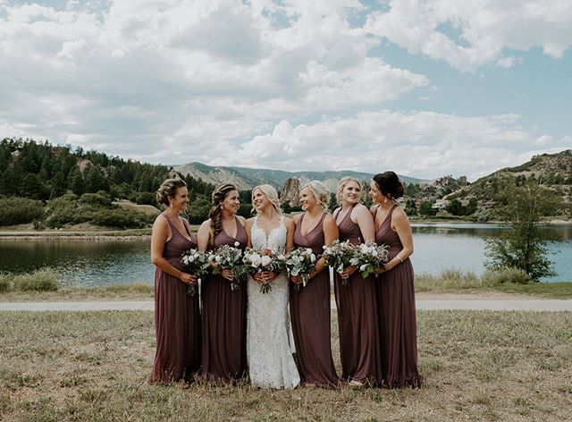 Girl gang goals ✨🌸 • • • • • • • • • • • • • • • • #coloradowedding #bridesmaids #coloradoweddingphotographer #coloradoelopementphotographer #larkspurwedding #coloradoweddingphotographer #shesaidyes #theknot #lovelywedding #coloradoelopement #coloradoweddingvenue #denverweddingphotographer #denverwedding #coloradobride