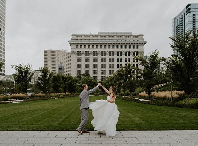 Milwaukee ily 🥰✨• • • • • • • • • • • • • • • • #blackswanmke #milwaukeebride #milwaukeewedding #milwaukeeweddingphotographer #citywedding #denverbride #wisonsinbride #milwaukeeweddingvenue #milwaukeeweddings
