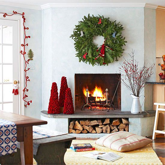Christmas mantel wreath.jpg