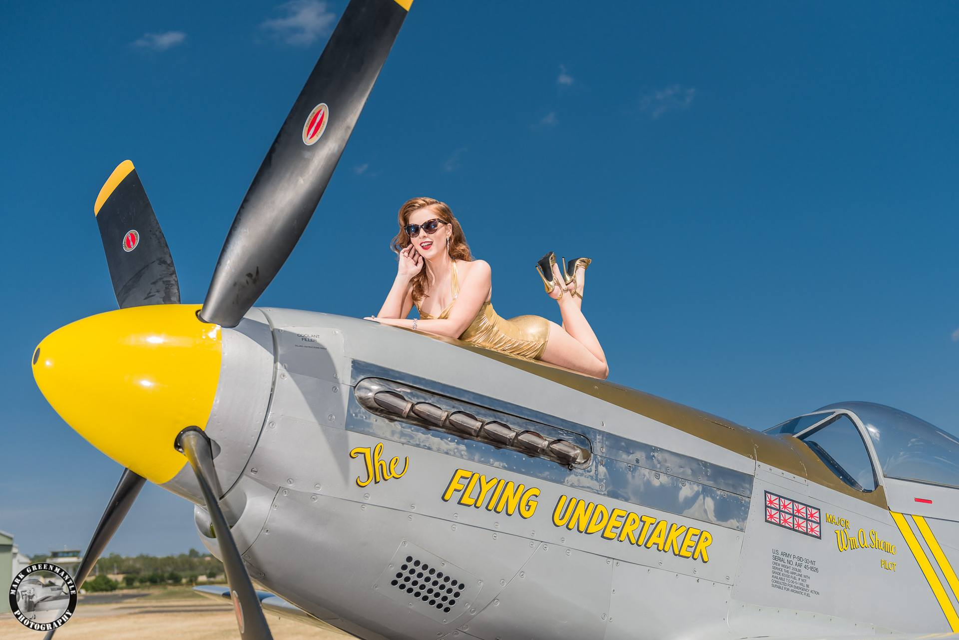 The Flying Pinup _ Mark Greenmantle Photography 2.jpg