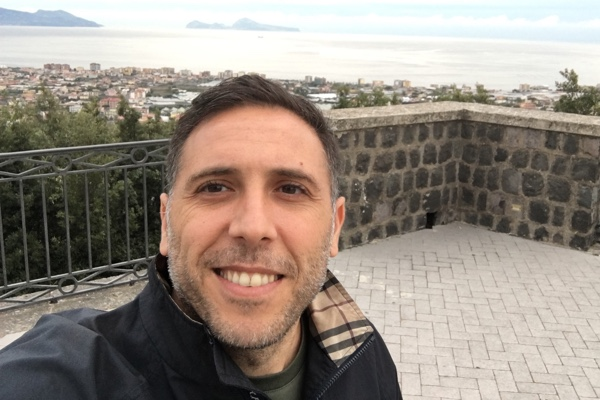 Andrea Speranza  CEO & Founder of YEYU App. Born in Naples, Italy and living in Shanghai since 2002. Andrea's motto is: Be patient when you win nothing, be humble when you win everything. Attitude defines you!