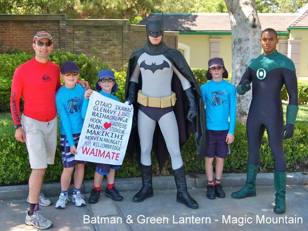 Batman-_-Green-Lantern-Magic-Mountain.jpg