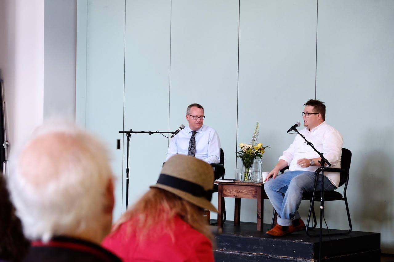 Moderator Jason Donaldson (left) and speaker Charlie Demers (right).  *Photo by Tamaki Yoshihara