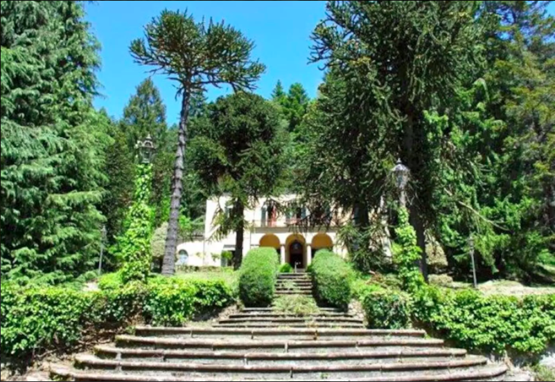 Exterior view of Villa Domme