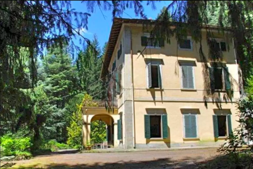 Side view of Villa Domme