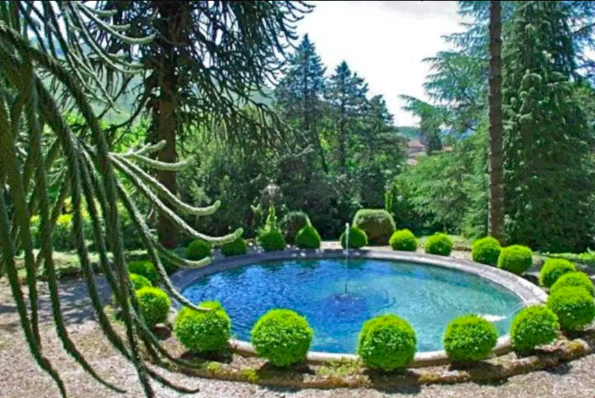 Fountain in front of Villa Domme