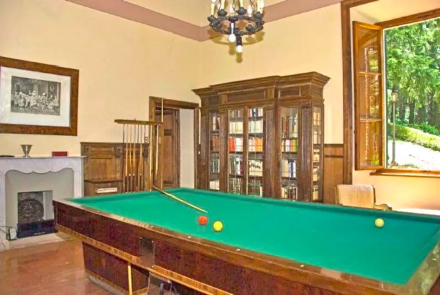 Pool table in Villa Domme
