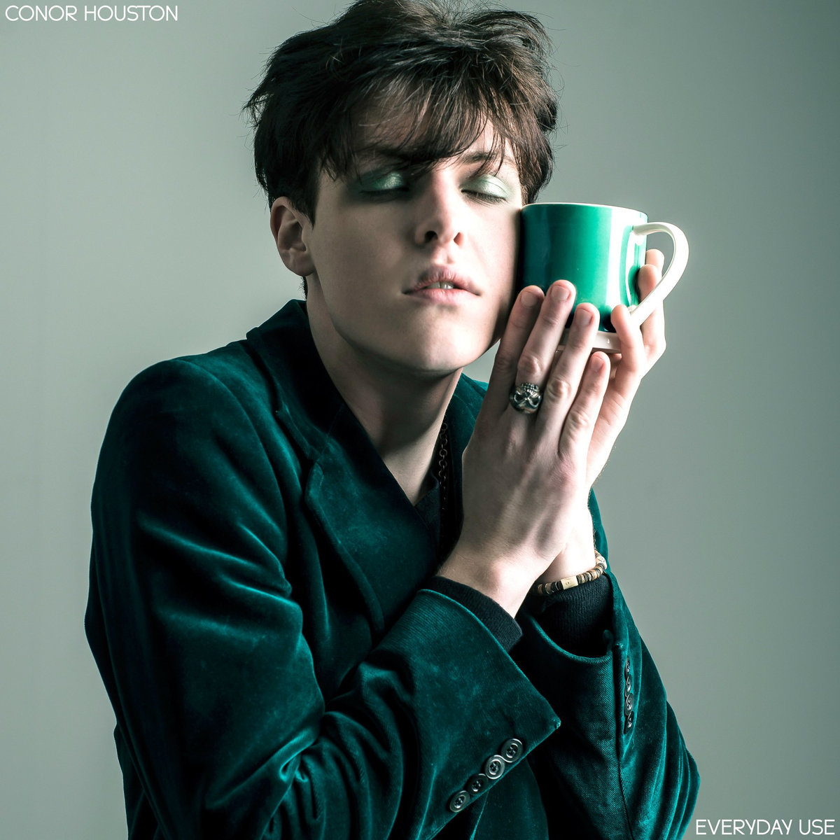 ARTIST/CONOR HOUSTON - Eclectic British singer-songwriter, known for his flamboyant (and sometimes downright weird) performances. Conor's tongue-in cheek lyricism makes for exuberant pop/rock songs imbued with influences from the 70s and 80s.Check out the mercurial world of Conor Houston below…