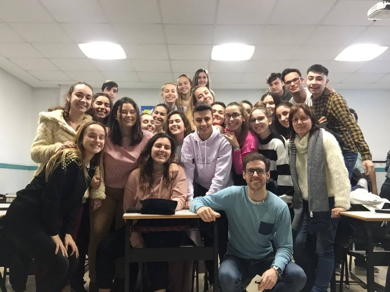 Ander with Mertxe (on the right) and one of her classes in Salesianos Barakaldo, Bilbao (Spain)