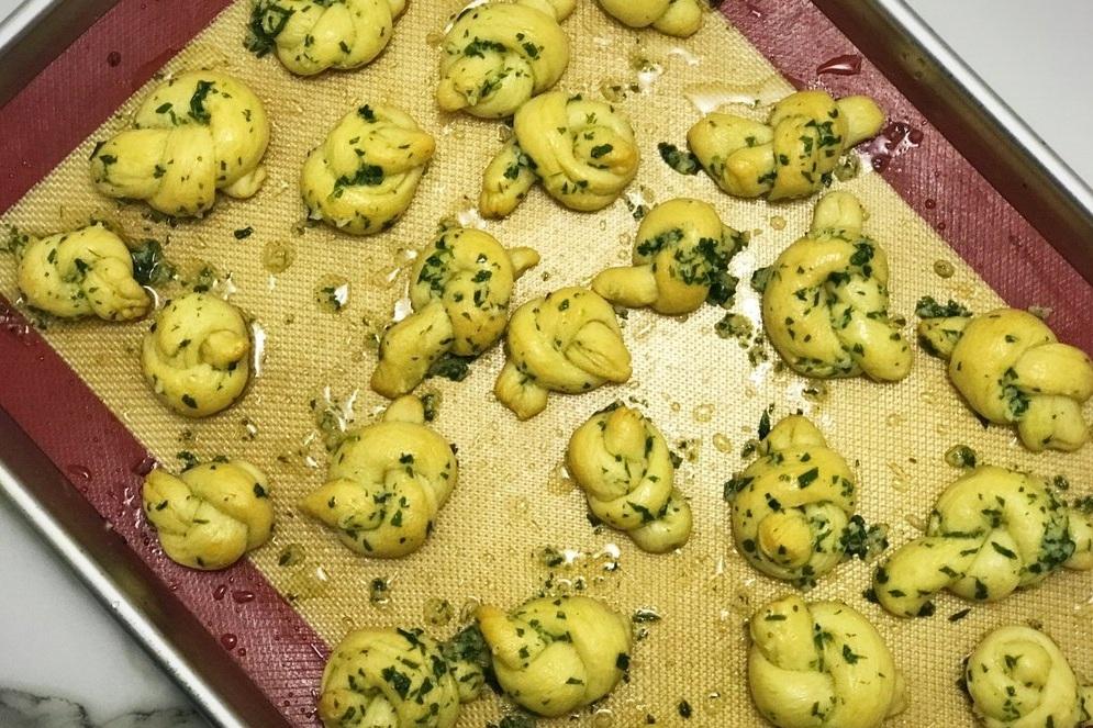 vegan garlic knots