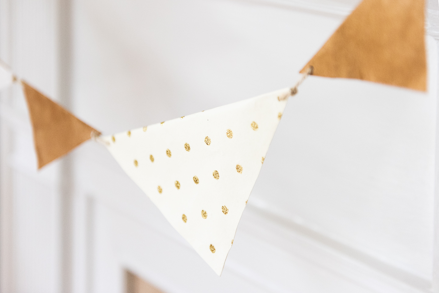 DIY Paper Banner: How to reuse wrapping paper as zero waste New Years Eve decorations