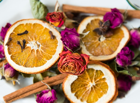 4+Realistic+Ways+to+Upcycle+Your+Zero+Waste+Dried+Orange+Garland+%28That+Aren%E2%80%99t+Food%29