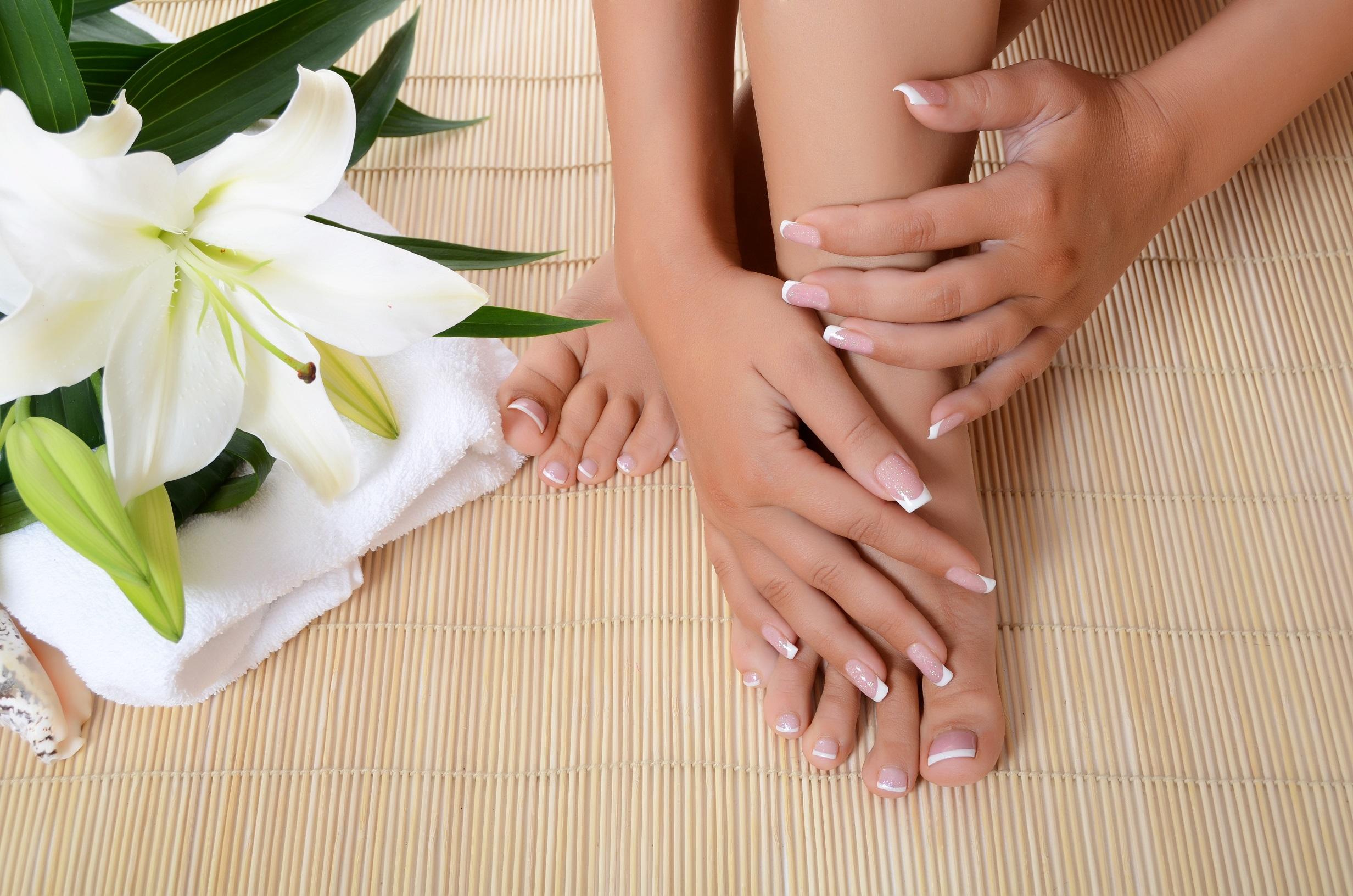 Depositphotos_13808475_xl-manicure-pedicure.jpg
