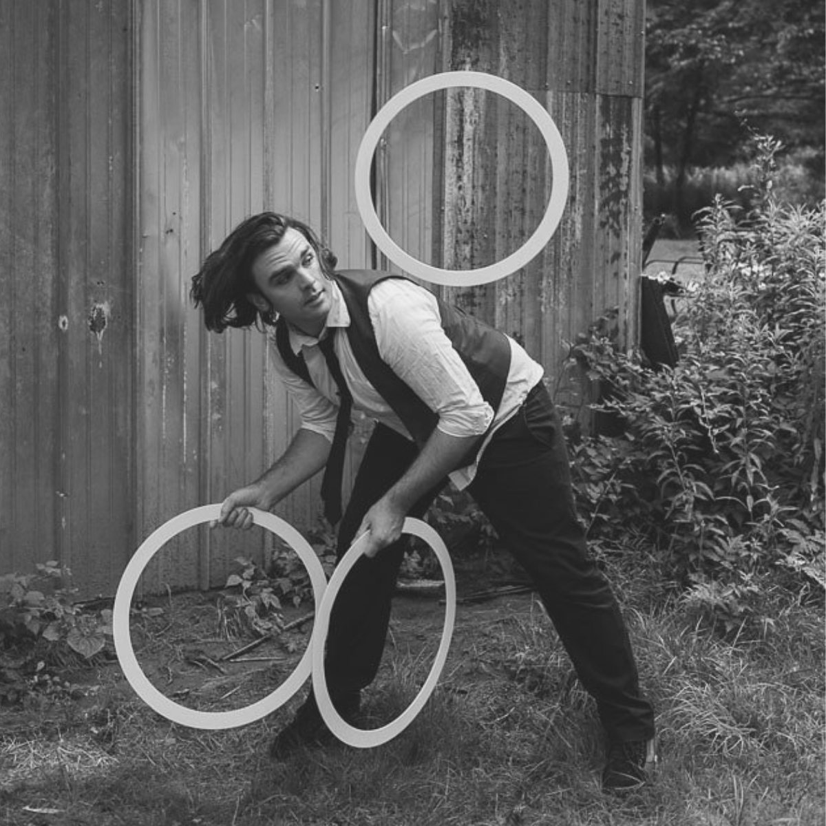 Performance   Thom Wall - Thom Wall is a juggler and variety entertainer based in Saint Louis, Missouri. Wall is known for his avant-garde performance style and is one of the last gentleman jugglers performing in the world today.