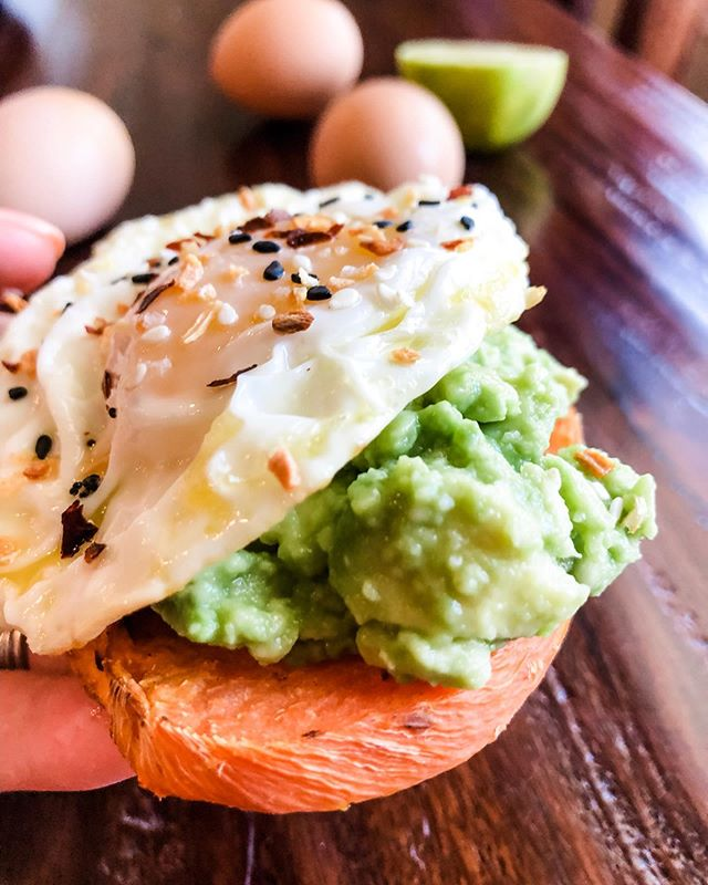 Happy #toasttuesday!!! Today I'm living for this avocado toast 🥰😍🤤 here's what you need to know: @sweetpotatoasts roasted in the oven to perfection. Mashed an avocado with @maldonsalt and juice of half a lime. Fried a @vitalfarms egg in @tinstarfoods ghee. Built it like this: toast➡️avocado➡️egg and then a little sprinkle more of @maldonsalt + crushed red pepper + a lot of @traderjoes EBTB. Bonus: it's #whole30. Now go back you one!! Swipe to see that drip drip yolk. Don't swipe if you're #triggered by a runny yolk. • • • #toasttuesday #avocadotoast #sweetpotatoast #sweetpotatoast #vitalfarms #tinstarfoods #todayfood #buzzfeedfood #tasty #thatstasty #paleo #paleotoast #potatotoast #glutenfree #glutenfreetoast #grainfree #grainfree #whole30breakfast #avotoast