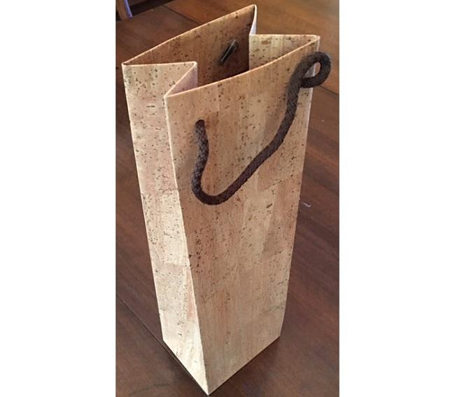 lg_cork-bottle-gift-bag.jpg