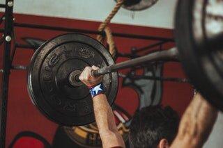 athlete-barbell-body-931321.jpg