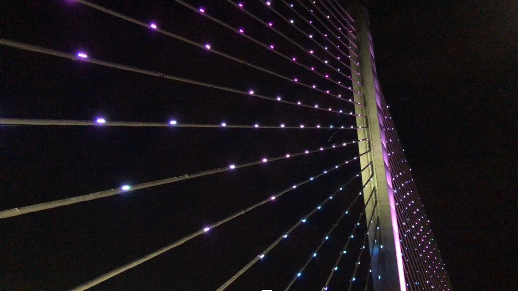 "The lighted bridge in Bucaramanga called the ""Puente de la Novena."""
