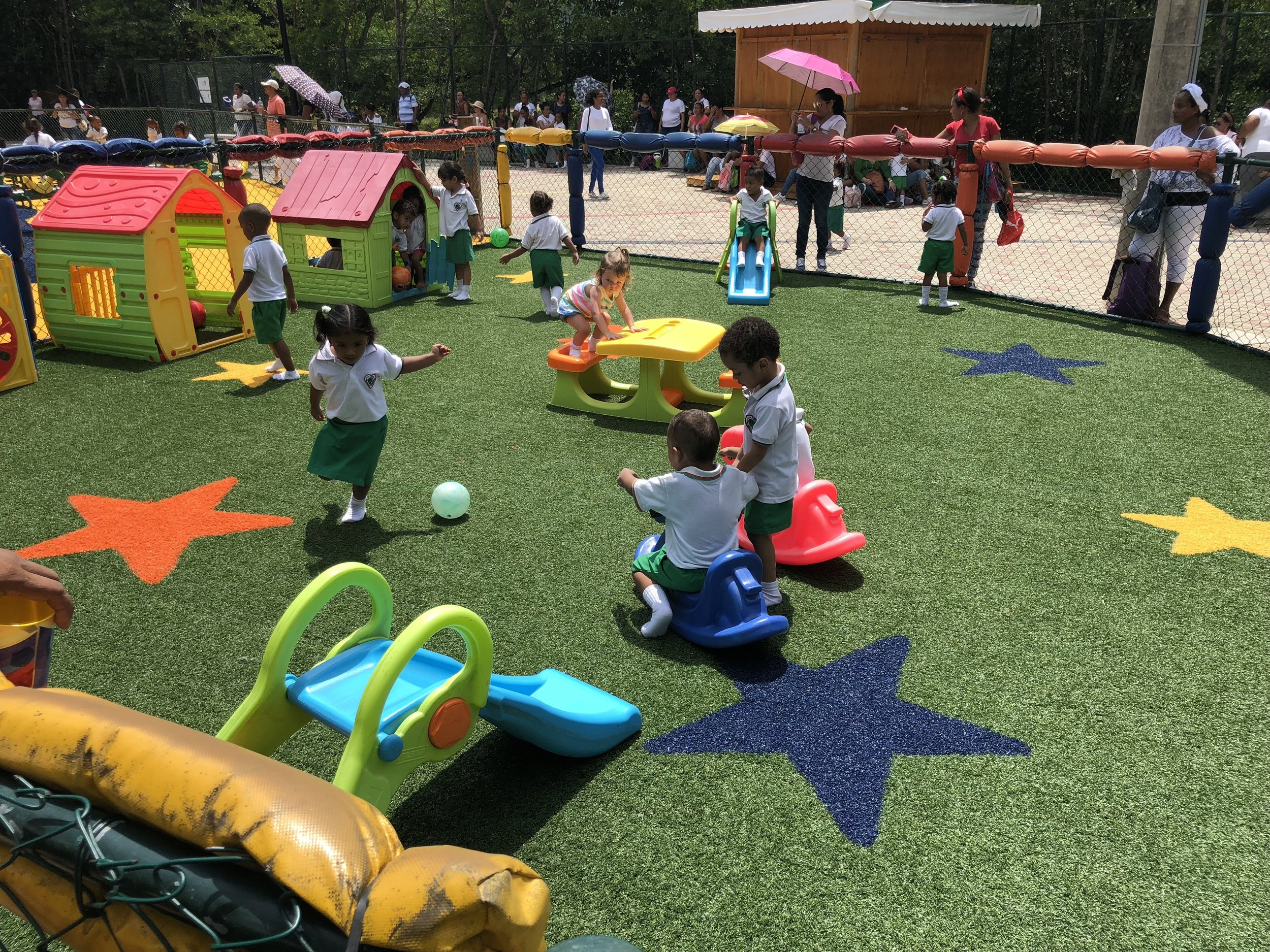 There is a separate play area for the kiddos who are under 100 cm.