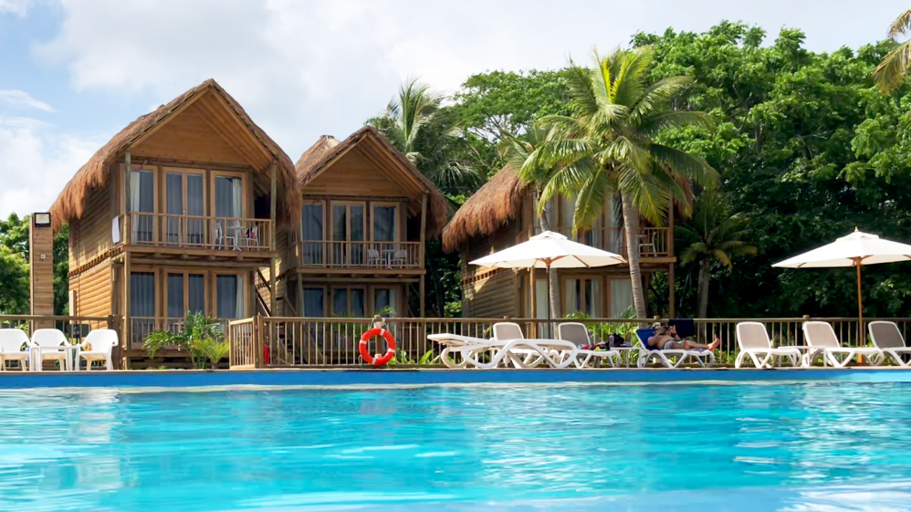 The large pool and bungalows where you can stay the night at Isla del Encanto.