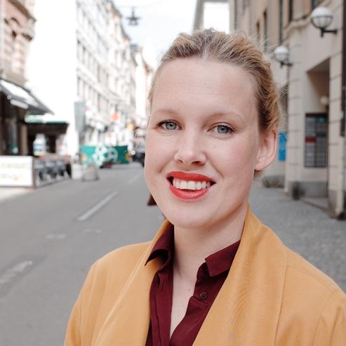 Anna Gullstrand - Leader, facilitator, speaker, writer. Founder of Studio How, co-owner of Fröjd.