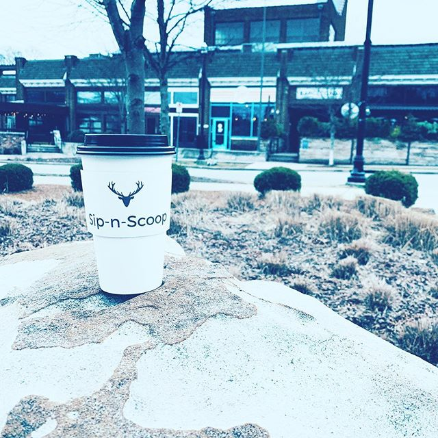 Love to see our cups on the go! ☕️ #happyfriday #weekendvibes
