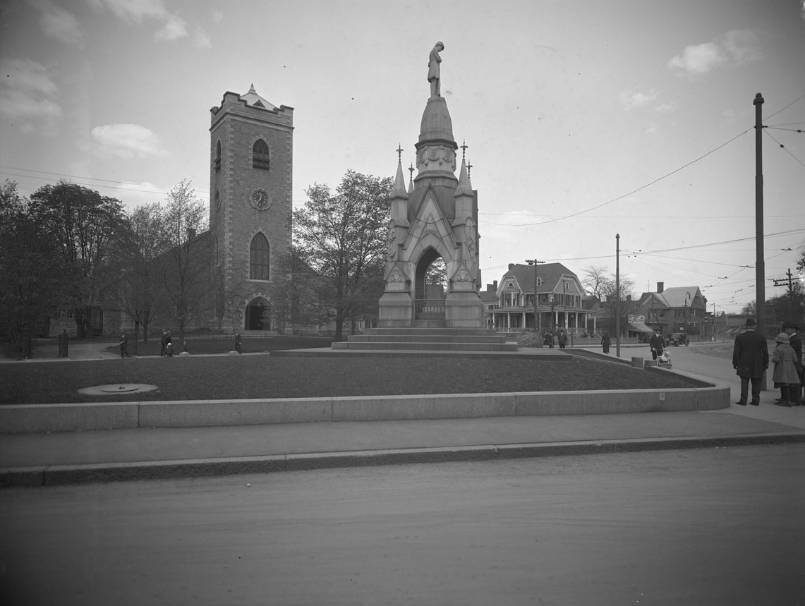 Soldier's monument and First Congregational Church Society, Eliot Street and South Street. Courtesy of the Boston Public Library per  this license . May 1920.Accession No.: 08_01_000783