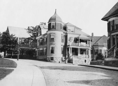 11 Belmore Terrace at the corner of Oakview Terrace. circa 1900. Photograph courtesy of Jon Truslow.  Download high-resolution image .