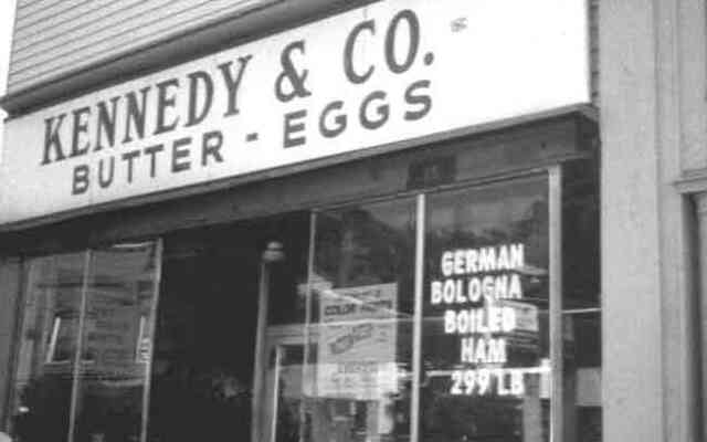Located near the corner of Seaverns Ave. on Centre St., Kennedy's Butter and Eggs closed at the end of January 2000. The Kennedy's chain once had more than 100 stores across New England.