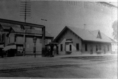 Boylston Station, Jamaica Plain. Photograph courtesy of Emy Thomas.  Download high resolution image.