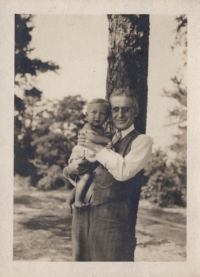 Charles Hoeh with his grandson Richard Charles Hoeh, in 1931.