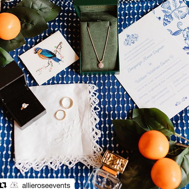 #Repost @allieroseevents with @get_repost ・・・ If your a bird, I'm a bird... NAME THAT MOVIE ... HINT ... It's one of my favorites!! 🧡🐦 🍊 • • I love a details bag sooo much on wedding days! But there was an item in this bag I loved the MOST! The mom of this sweet bride broke down her first wedding ring into a necklace for all of her daughters! 💕I'm not going to lie when they told me this I got teary eyed!! 😭 • • Cake: Charity Fent  Dress: Gown Gallery  Floral: Kim from Mears floral  Make up: Airbursh by Andie  Photographer: Colby and Jess  Stationary: Paperworld  Venue: Greenhouse Two Rivers Wedding Planner: Allie Rose Events