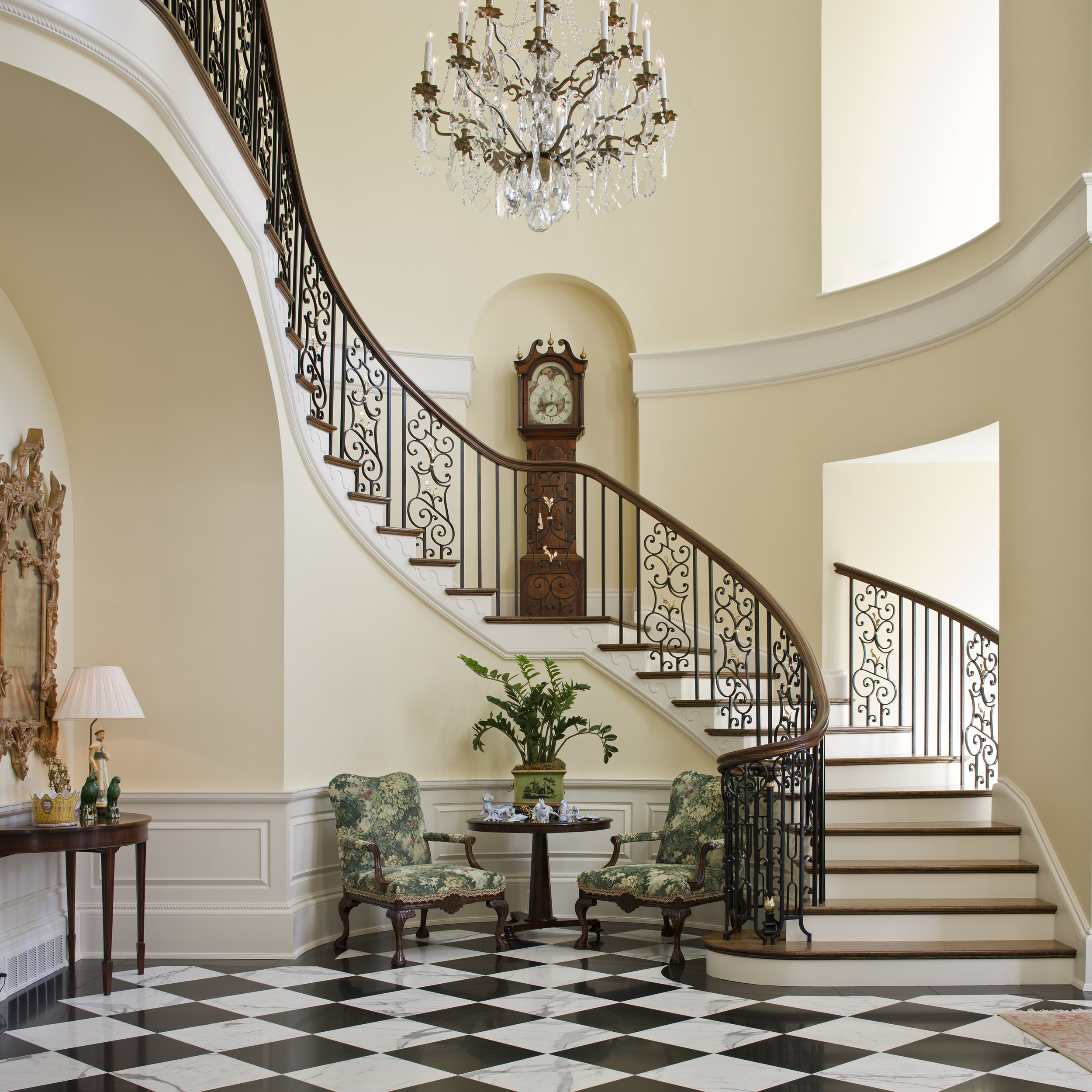 A stunning staircase, for making a grand entrance.