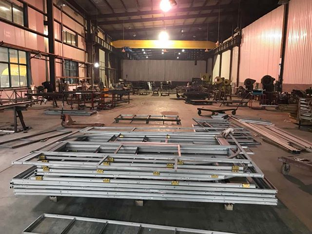 Where the magic happens!⠀⠀⠀⠀⠀⠀⠀⠀⠀ #factory #steelfactory #workinprogress #steel #steeldesign #steeldoors #steelwindows #swisssteel #architecture #archidaily #archidesign #archilovers
