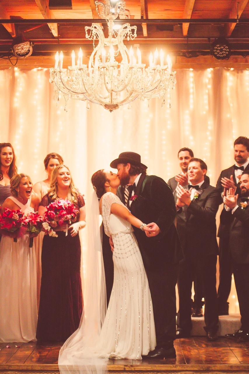austinweddings_cupcakes_roamingtreats_weddings_cupcakebar_events 1