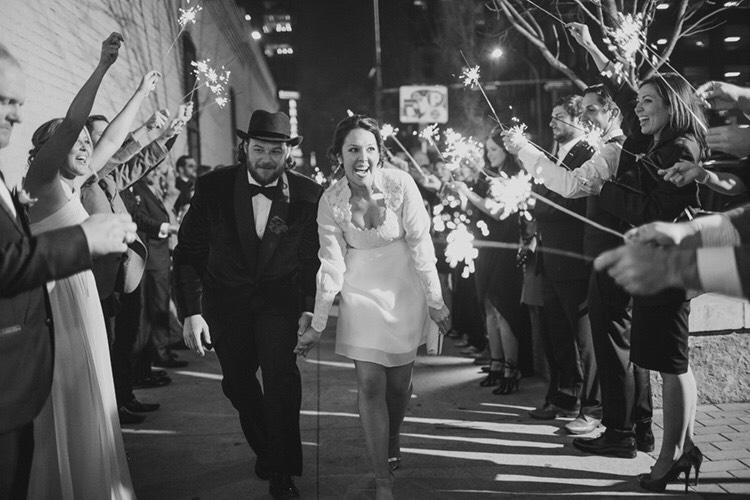 austinweddings_cupcakes_roamingtreats_weddings_cupcakebar_events-6.jpg