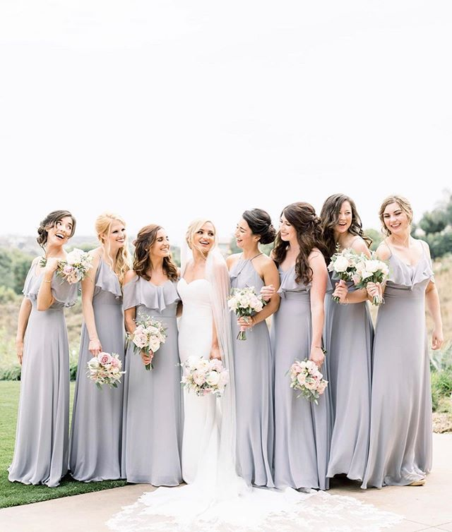 Weekend plans with the girls! 👯♀️ Can't wait to share more from Jacquelyn & Zach's wedding! The lovely bride wore our Felicity hair pins on her special day. 💕