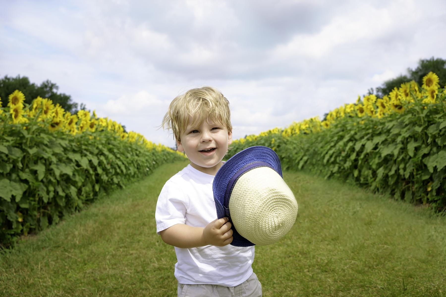 family-photography-kitchener-waterloo-sunflower-farm-8