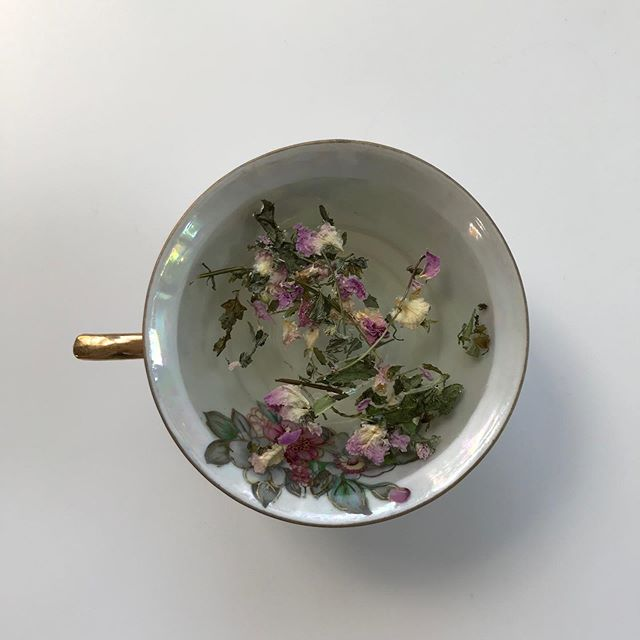 Take a tea break and nourish your skin from the inside 🌿⠀ Rose cools your body, soothes your heart and mind, and relieves stress. It's also an aphrodisiac, and supports metabolism and your digestive tract. And when your digestion is happy, your skin is happy.  Peace tea from @_leavesandflowers ⠀ ⠀ Get yours now at flowersandskin.com