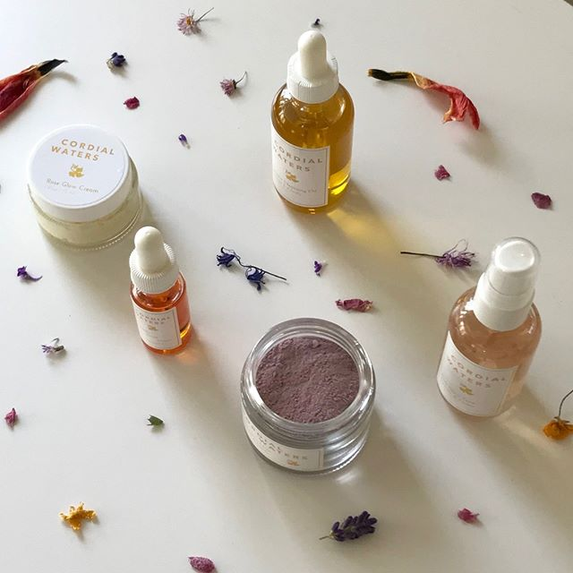 Get that nourished glow and save with this holistic skincare set. Formulated just for you 〰️  Transform your skin 💛 flowersandskin.com