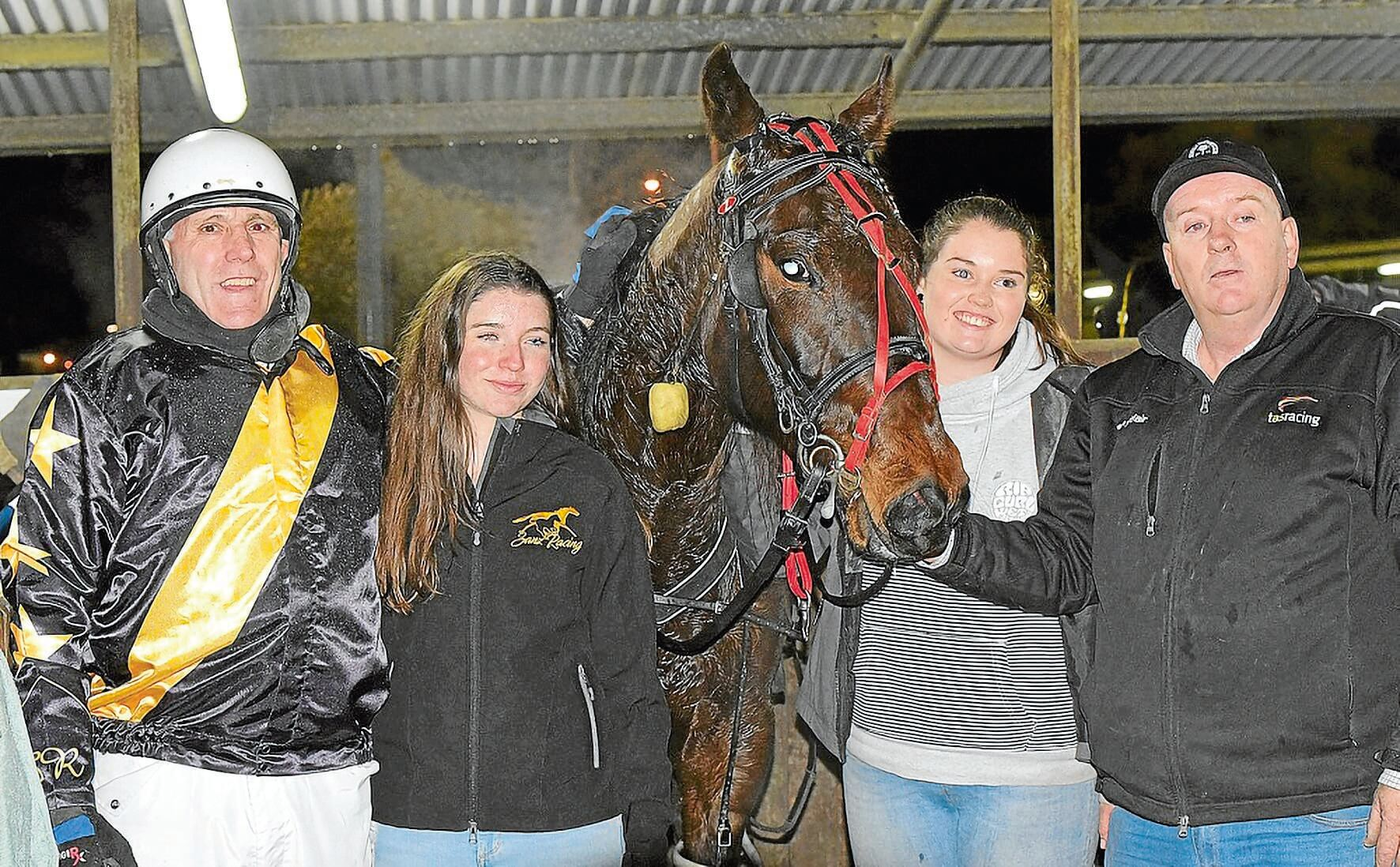 • Classic winner Colby Sanz with driver John Walters, owners' representative Hannah Bennett, stablehand Georgia Hayward, and trainer Kent Rattray. Photo by Stacey Lear.
