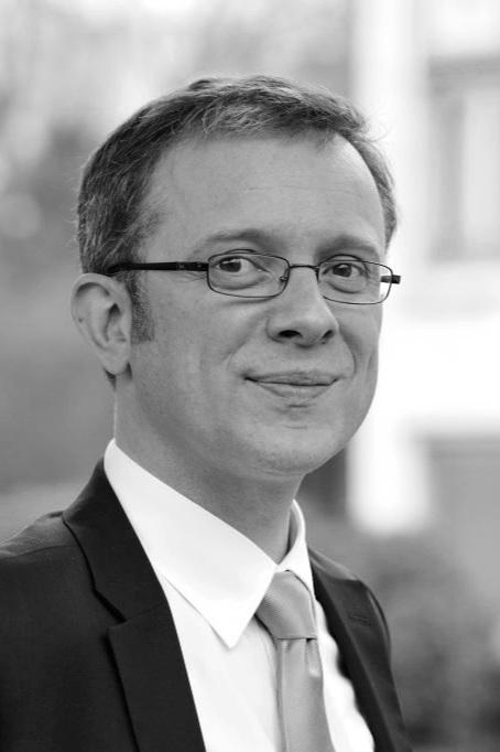 Paul-Henri Renard - Directeur général du CTIFPaul-Henri Renard, quarante-deux ans, est ingénieur généraliste diplômé de l'École Centrale Nantes et titulaire d'un Doctorat en énergétique obtenu à l'École Centrale Paris. Durant son Doctorat financé par la DGA et l'US Air Force, il réalise une partie de ses recherches dans un laboratoire militaire à Dayton (États-Unis) et remporte le prix scientifique Seymour Cray 1997 pour une comparaison simulation numérique – expérimentation visant à mieux comprendre la physique de la combustion turbulente.